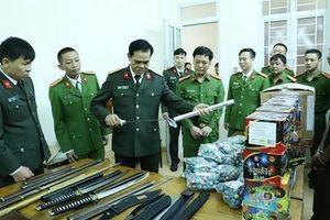 Bắt nhóm người buôn bán 80kg pháo nổ, thu nhiều vũ khí