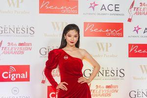 Hoàng Yến Chibi xinh đẹp đọ sắc với ngôi sao ca nhạc Philippines
