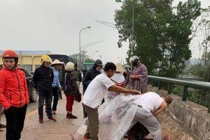 Đang đi trên cầu, người phụ nữ ở Thái Nguyên bị đồng nghiệp lao vào chém tới tấp