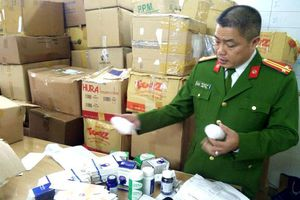 Bắt hơn 2 tấn tân dược giả ở Hà Nội