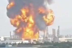 Nổ gây cháy lớn tại một nhà máy hóa chất ở Trung Quốc