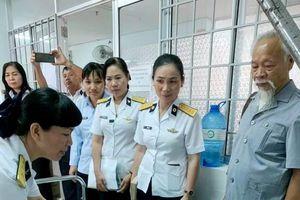 Khánh Hòa : Học viện Hải Quân trao quà Tết ở bệnh viện