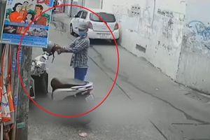 Tên trộm lấy xe máy, để lại mũ bảo hiểm cho nạn nhân