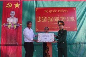 Bộ CHQS tỉnh Thừa Thiên-Huế bàn giao Nhà tình nghĩa tặng vợ liệt sĩ