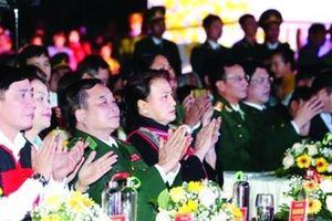 Chủ tịch Quốc hội dự chương trình 'Xuân biên phòng ấm lòng dân bản'
