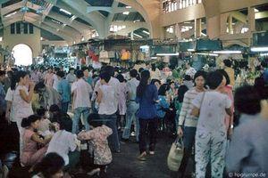Kho ảnh khổng lồ về Việt Nam 1991-1993: Khám phá chợ Bến Thành