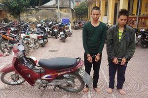 Hai anh em ruột vờ thuê xe ôm chở vào nghĩa trang rồi đánh tài xế bất tỉnh cướp tài sản
