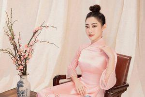 Khoe sắc với loạt áo dài Tết, Hoa hậu Lương Thùy Linh thanh tao đến lạ vì điểm thú vị này
