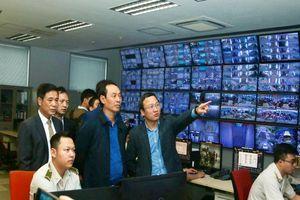Thứ trưởng đi kiểm tra sân bay Nội Bài ngày cận tết