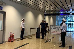 Sân bay Cam Ranh thêm 3 máy đo thân nhiệt, phòng bệnh viêm phổi lạ