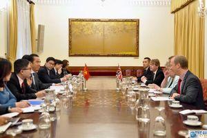 Thứ trưởng Ngoại giao Tô Anh Dũng tiếp Quốc vụ khanh Bộ Ngoại giao Anh Heather Wheller