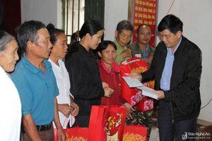 Ban Tuyên giáo Tỉnh ủy tặng quà Tết cho hộ nghèo tại Thanh Chương