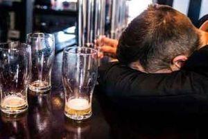 Uống rượu bia nhiều, có dấu hiệu sau phải đi khám ung thư gan ngay