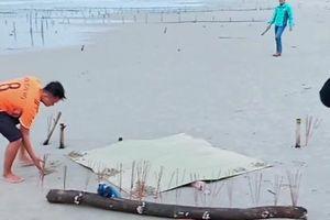 Đi tắm biển, phát hoảng nhìn thi thể đồng nghiệp trôi dạt bờ biển