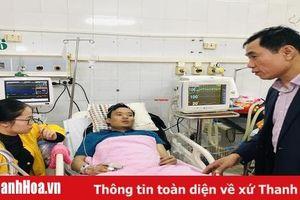Phó Chủ tịch UBND tỉnh Phạm Đăng Quyền thăm hỏi nạn nhân vụ cháy Tòa nhà Dầu khí (TP Thanh Hóa)