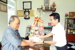 Trưởng ban Tuyên giáo Tỉnh ủy thăm chúc tết nguyên lãnh đạo tỉnh
