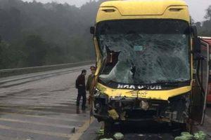 4 ô tô đâm liên hoàn trên cao tốc Nội Bài - Lào Cai, 2 tài xế bị thương
