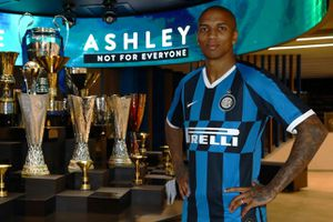 Ashley Young rời Man Utd, đầu quân cho Inter Milan
