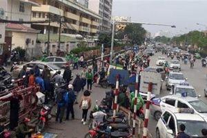 Loạt bệnh viện lập chốt BOT trước cổng