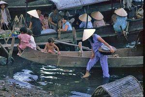Kho ảnh khổng lồ về Việt Nam 1991-1993: Ghé thăm chợ Đông Ba