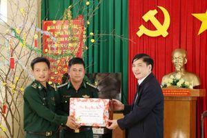 Lãnh đạo tỉnh Ninh Thuận tặng quà Tết cho gia đình quân nhân và bộ đội biên phòng