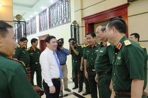 Chủ tịch TP.HCM thăm, chúc tết nhiều đơn vị, người có công