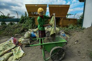 5.000 viên gạch mỗi ngày từ rác nhựa và tro núi lửa tại Philippines