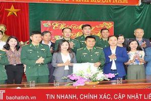 Tặng quà, chúc tết Đồn Biên phòng Hương Quang