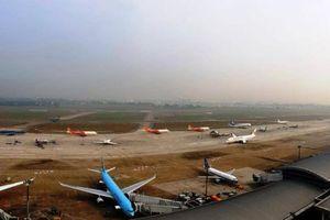 Máy bay xếp hàng chờ cất cánh rời Tân Sơn Nhất ngày giáp Tết