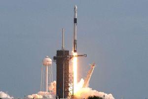 Tên lửa Falcon 9 của SpaceX nổ tung trên trời.