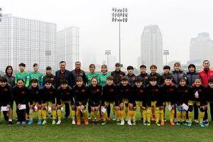 Lãnh đạo VFF thăm, chúc Tết đội tuyển nữ quốc gia