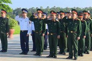 Thượng tướng Lê Chiêm dâng hương tại Nghĩa trang liệt sĩ tỉnh Quảng Nam và Tượng đài Bà mẹ Việt Nam anh hùng