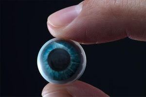 Mỹ phát triển kính áp tròng thực tế tăng cường đầu tiên