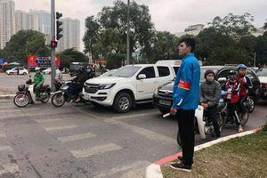 Đoàn thanh niên Hà Nội tổ chức trông giữ xe miễn phí cho người dân