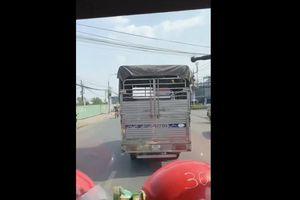 Xe cứu hỏa hú còi, xe tải vẫn 'giả điếc' quyết không nhường đường