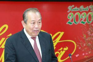 Phó thủ tướng biểu dương Đại sứ quán Việt Nam tại Thụy Sĩ làm tốt công tác chính trị, chuyên môn