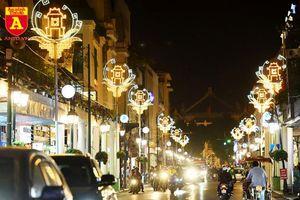 Đẹp mê mẩn với các mẫu đèn trang trí trên đường phố Hà Nội