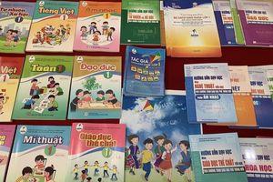 Chương trình, sách giáo khoa mới có giảm tải cho giáo viên và học sinh?