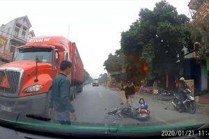 Thần chết 'nghỉ Tết' sớm, nữ sinh đi xe đạp điện may mắn thoát nạn
