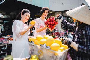 Kim Tuyến cùng mẹ dạo chợ Bến Thành, sắm sửa đón xuân
