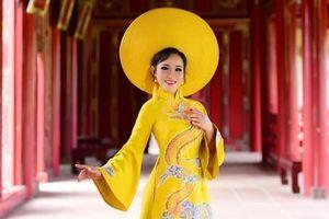 Người phụ nữ Huế 'níu chân' du khách bằng những tà áo dài