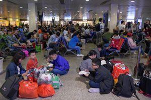 Một ngày có gần 1.000 lượt cất hạ cánh tại Tân Sơn Nhất