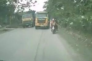 Rùng mình xe ben vượt ẩu suýt gây tai nạn cho hàng loạt phương tiện đi ngược chiều