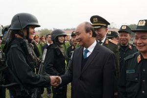 Thủ tướng kiểm tra công tác ứng trực, sẵn sàng chiến đấu tại Bộ Tư lệnh Cảnh sát cơ động