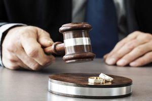 Phiên tòa ly hôn khó quên