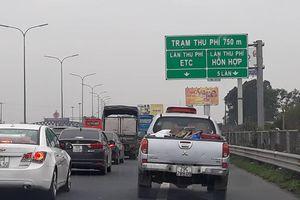 Ùn tắc kéo dài trước trạm thu phí cao tốc Pháp Vân - Cầu Giẽ