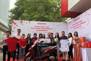 Cận Tết, Honda Việt Nam giao đủ 58 xe LEAD, WINNER cho các cầu thủ