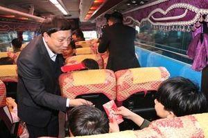 Bí thư tỉnh Quảng Ninh xuống đường tiễn thợ lò về quê ăn Tết