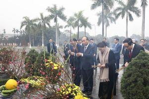 Lãnh đạo Đảng, Nhà nước dâng hương tưởng niệm tại Nghĩa trang Mai Dịch