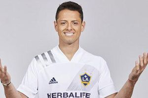 Chicharito chính thức ký hợp đồng 3 năm với LA Galaxy, nhận lương cao nhất MLS